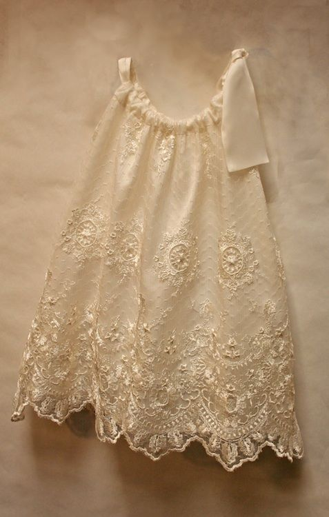 Chantilly Lace Pillowcase Dress by Isabel Garreton & Chantilly Lace Dress by Isabel Garreton | Sewing Ideas and ... pillowsntoast.com