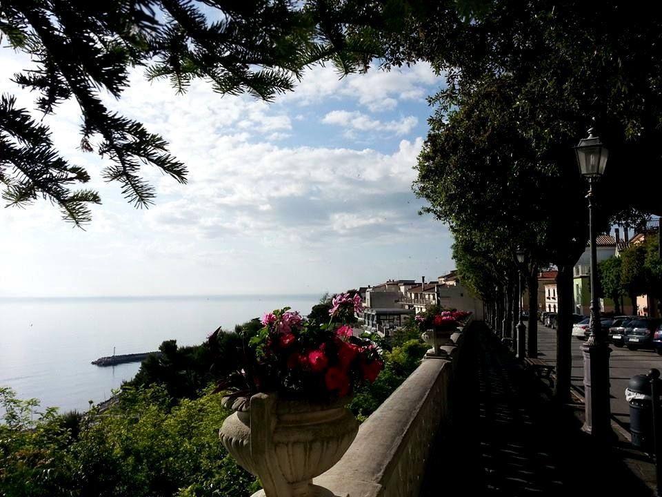 http://www.hotelsinmarche.com/numana Scorcio di # Numana , una ...