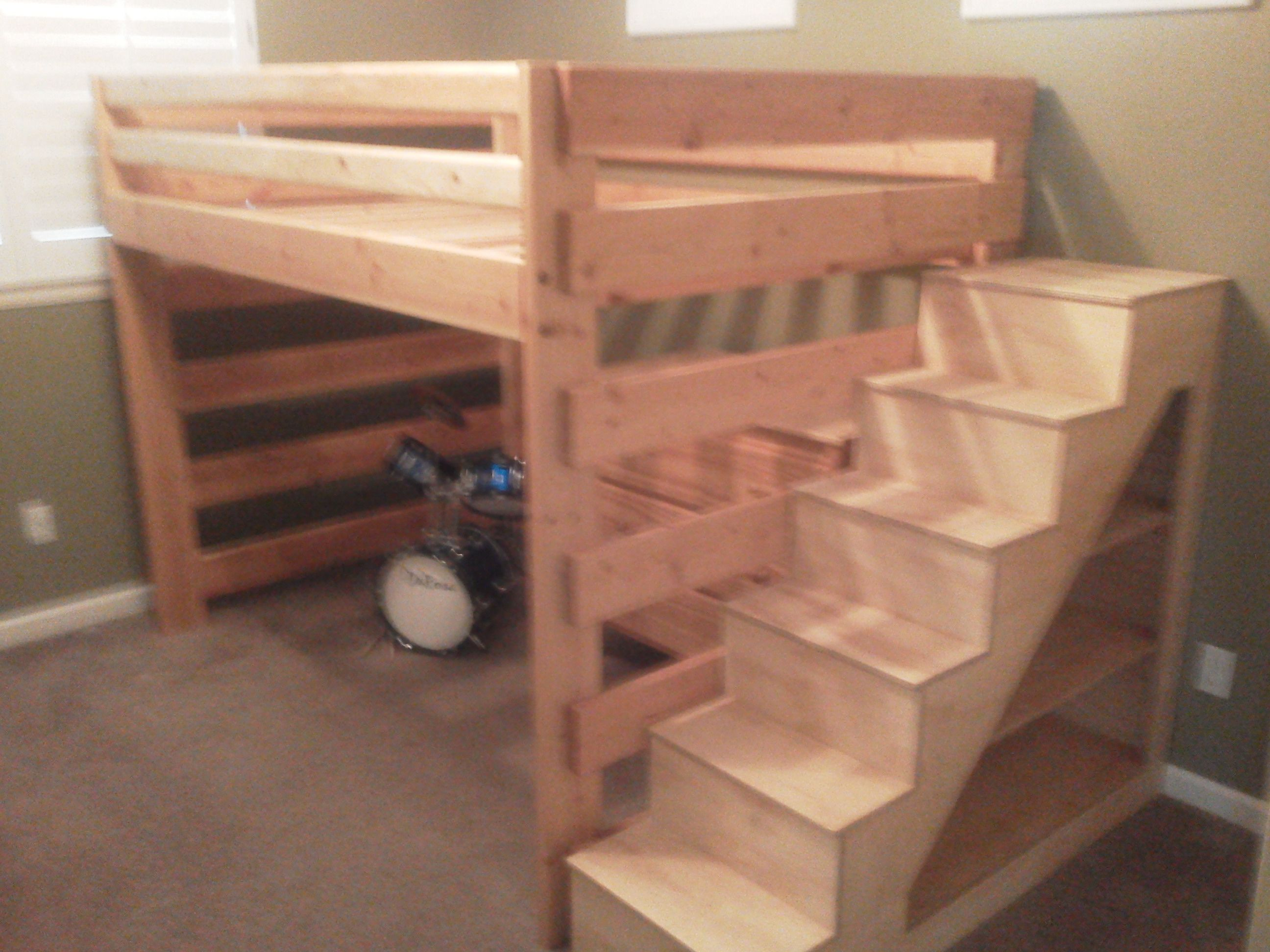 Child bunk bed, stairs with shelves diy Pinterest