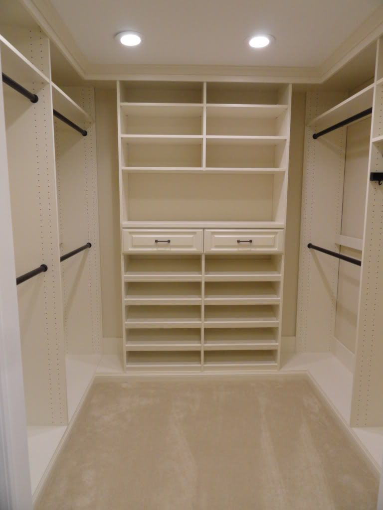 Small u shaped walk in closet design roselawnlutheran for Walk in closet remodel