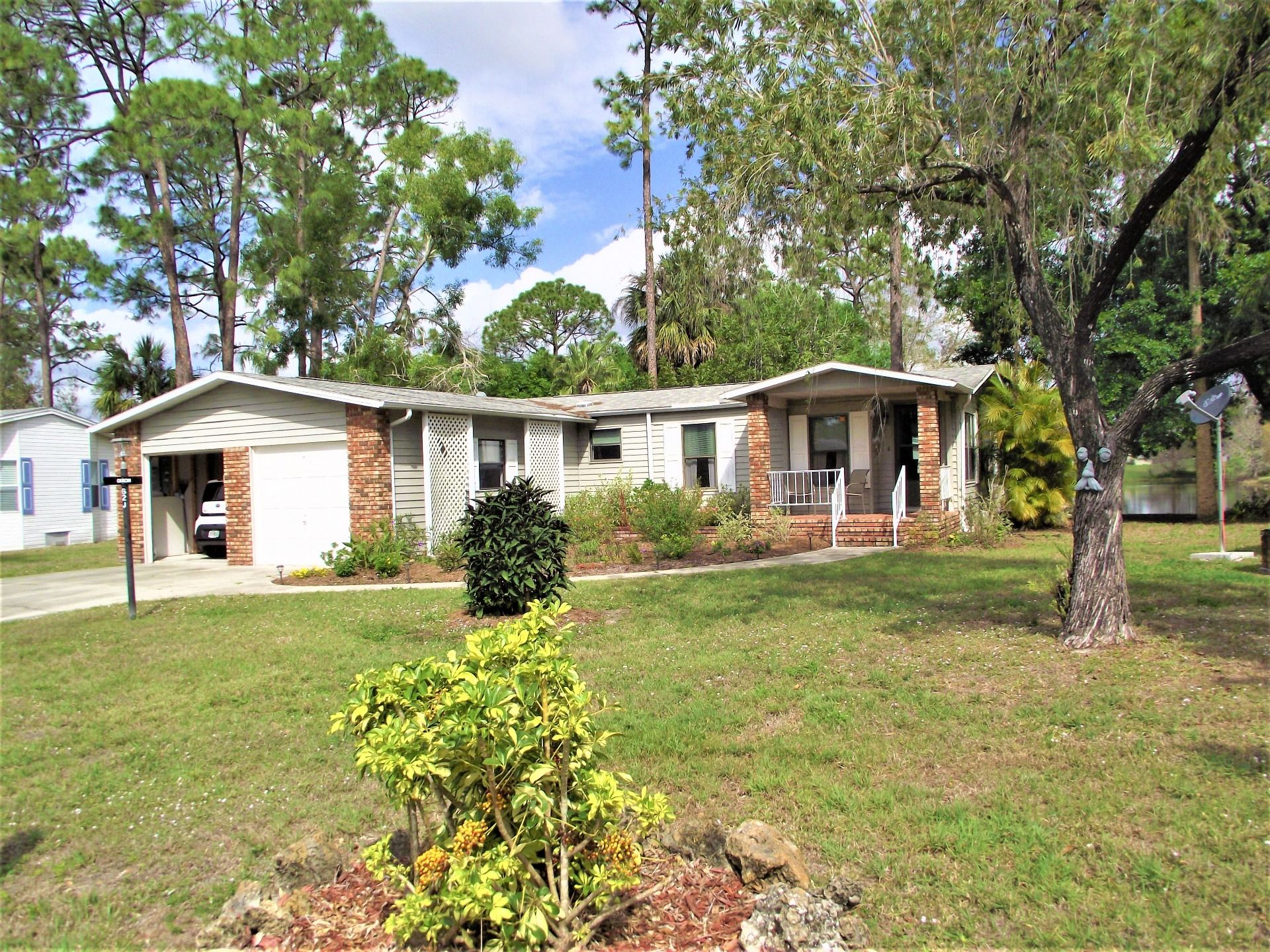 Mobile home for sale located at 19422 tarpon woods ct