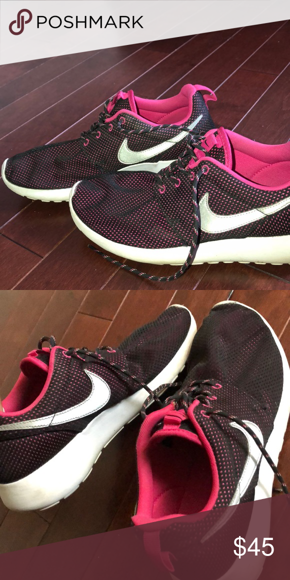 55ba957f9c28 Nike Black   Pink Roshes Nike Roshe Runs Comfortable Black and pink with  silver Nike Worn a couple times - Will clean before shipped!