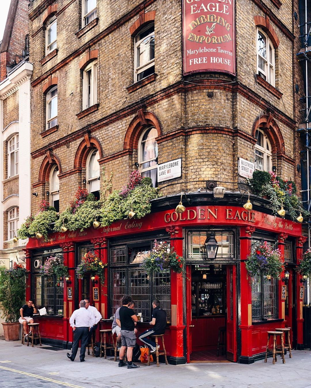 European Architecture Love This Tall Brick Corner Shop With Brilliant Gold And Red A Ontheroad In 2020 London Pubs Pub Design Cafe Exterior