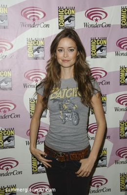 Summer Glau wearing a Bat-Girl T-shirt at WonderCon San Francisco 2009. More photos at http://photos.summerglauwiki.com/thumbnails.php?album=150