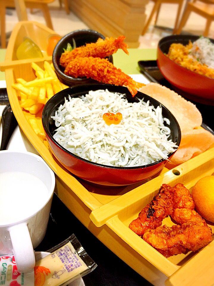 にゃんこmo's dish photo とびっちょ のお子様ランチは舟盛り | http://snapdish.co #SnapDish #お昼ご飯 #和食 #こどもが大好きな料理 #神奈川の料理
