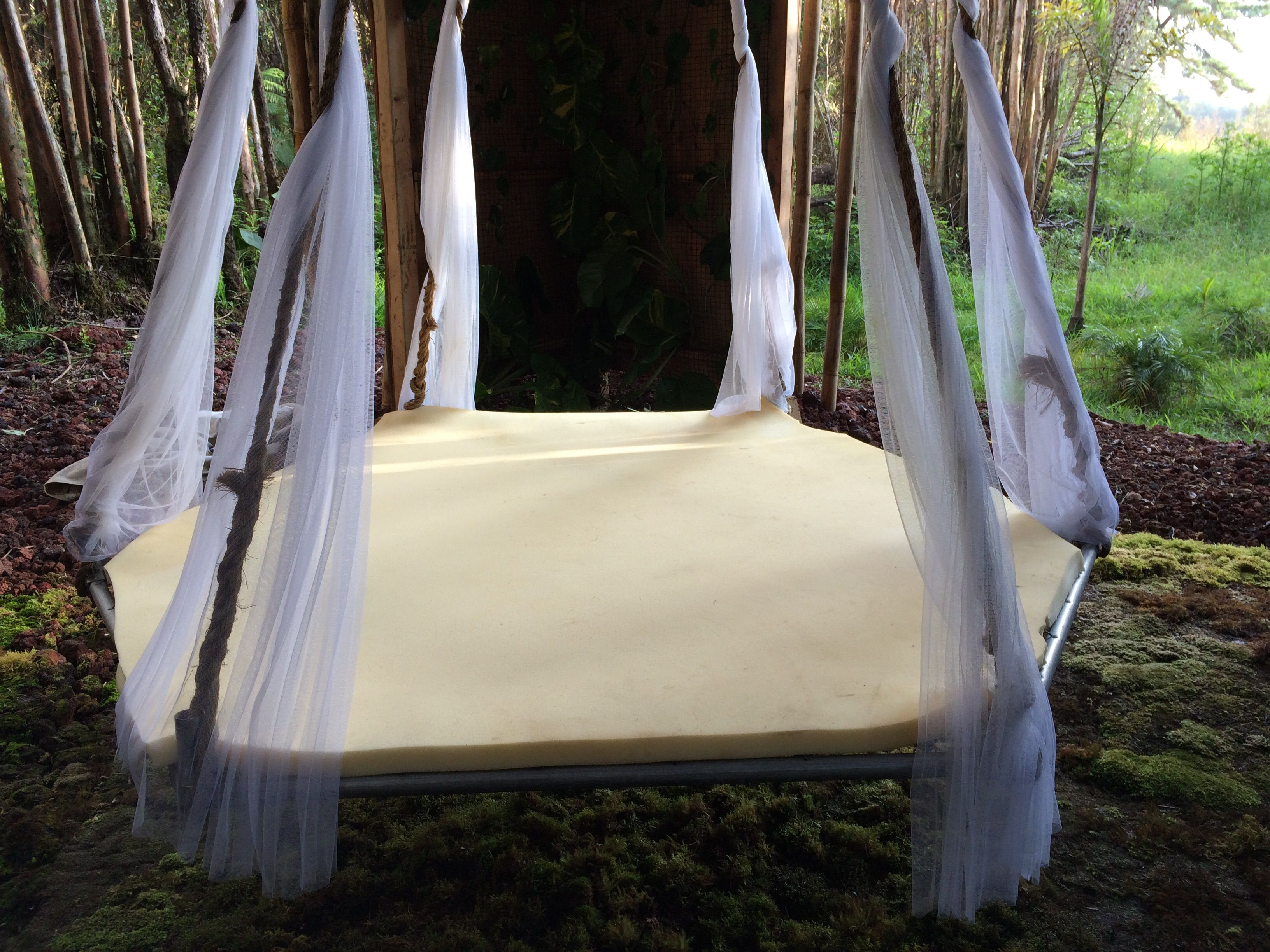 How to make a floating bed from an old trampoline patio