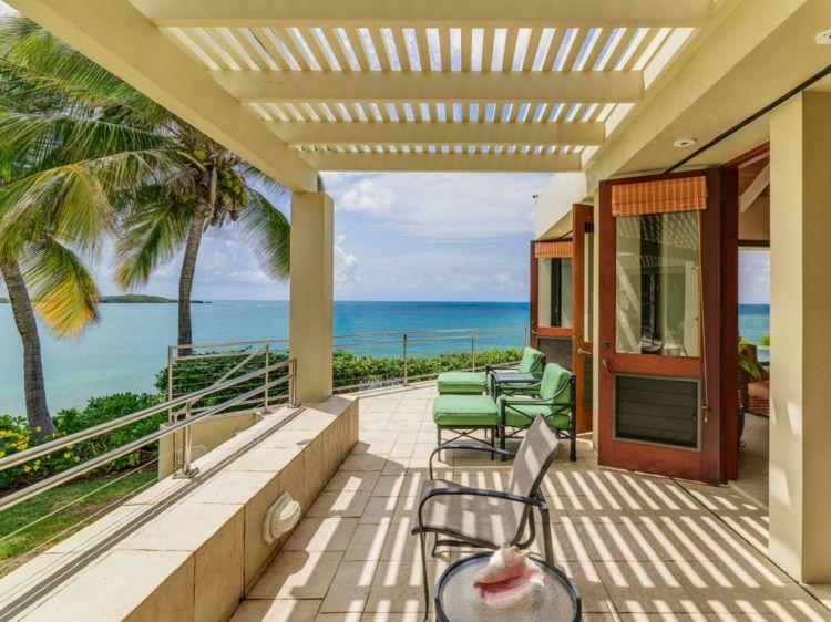 Großzügige Terrasse in einer Villa in der Karibik | Inneneinrichtung ...