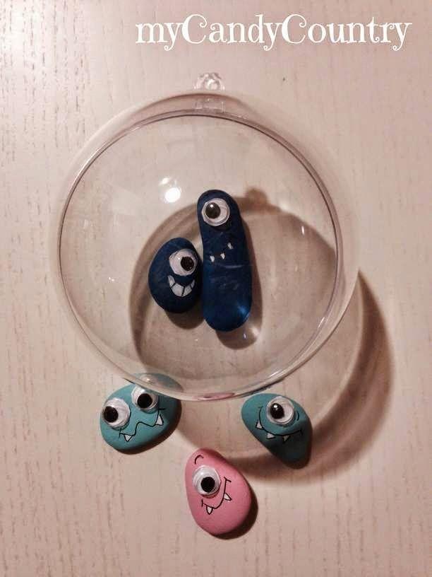 Riciclare i blister delle pasticche per fare gli occhietti ai nostri sassi alieni! È un lavoretto così semplice che i bambini possono fare quasi tutto da soli.