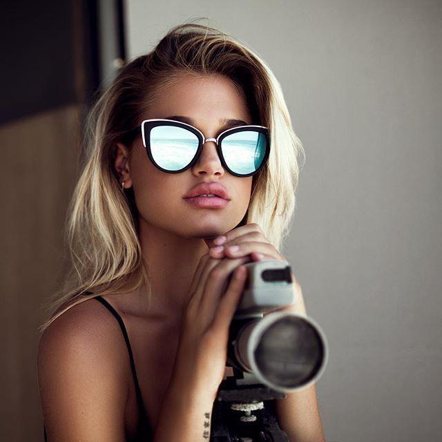Lunettes de soleil Quay Australia modèle MY GIRL - Monture noir mat -  argent   Verres prune avec effet miroir bleu  Visionet  lunettesdesoleil   lunettes ... c316c5566296