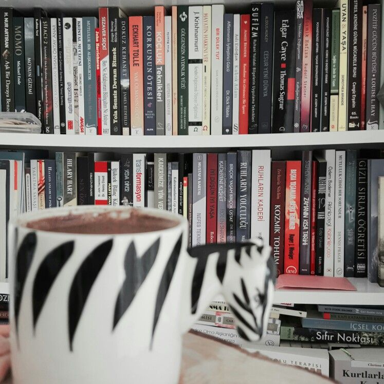 #kitap #kitaplar #book #books #coffee #kahvevekitap #turkkahvesi #psikeart #dergi #kitapsevgisi #bookread #reading #read #booklovers #booklove #klasikler #Dostoyevski #aynrand #atlasvazgecti