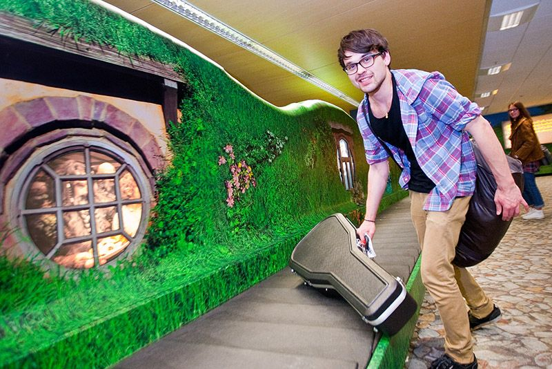 Air New Zealand's Shire Inspired Baggage carousel #thehobbit
