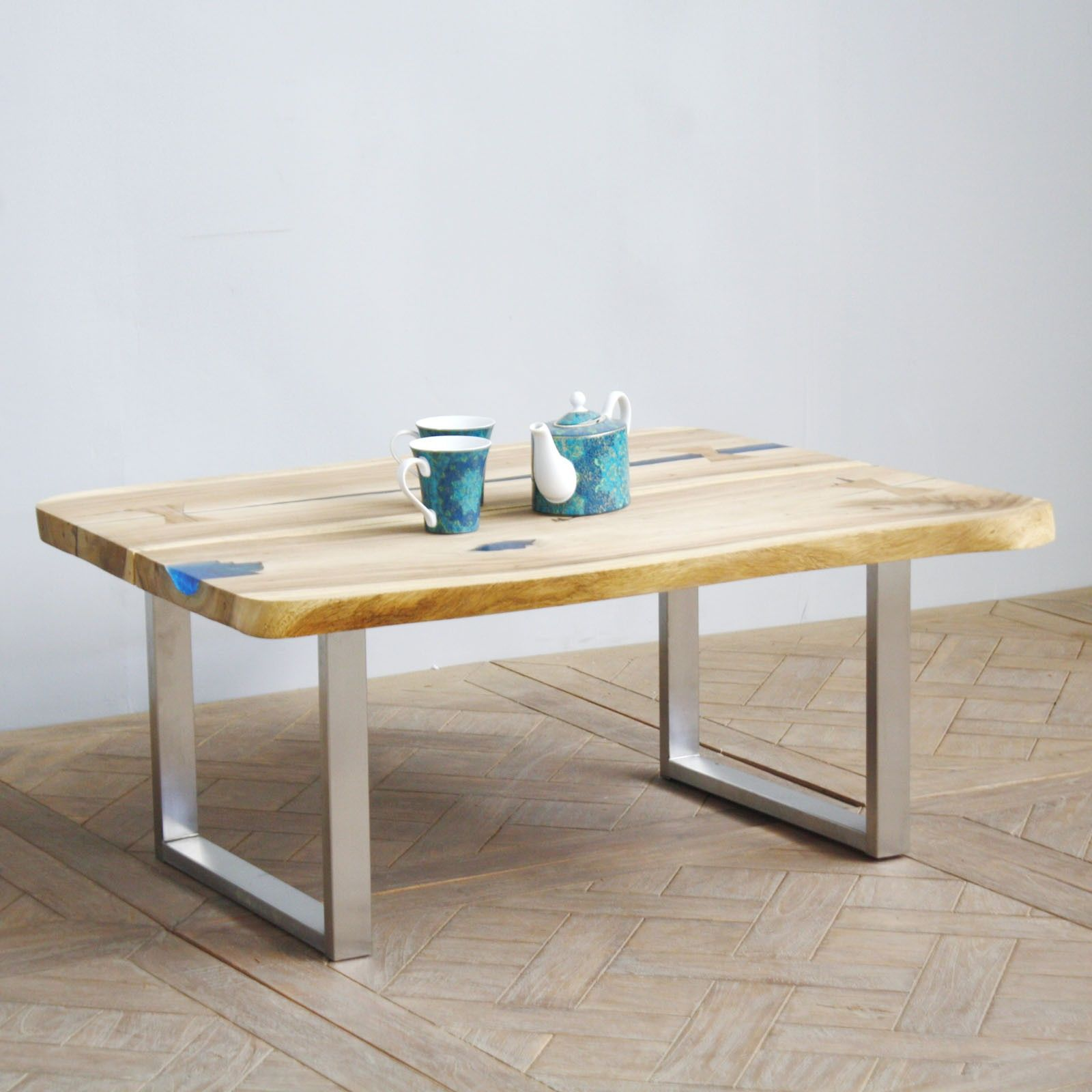 Superbe table basse Crystal Le plateau est en bois de suar et