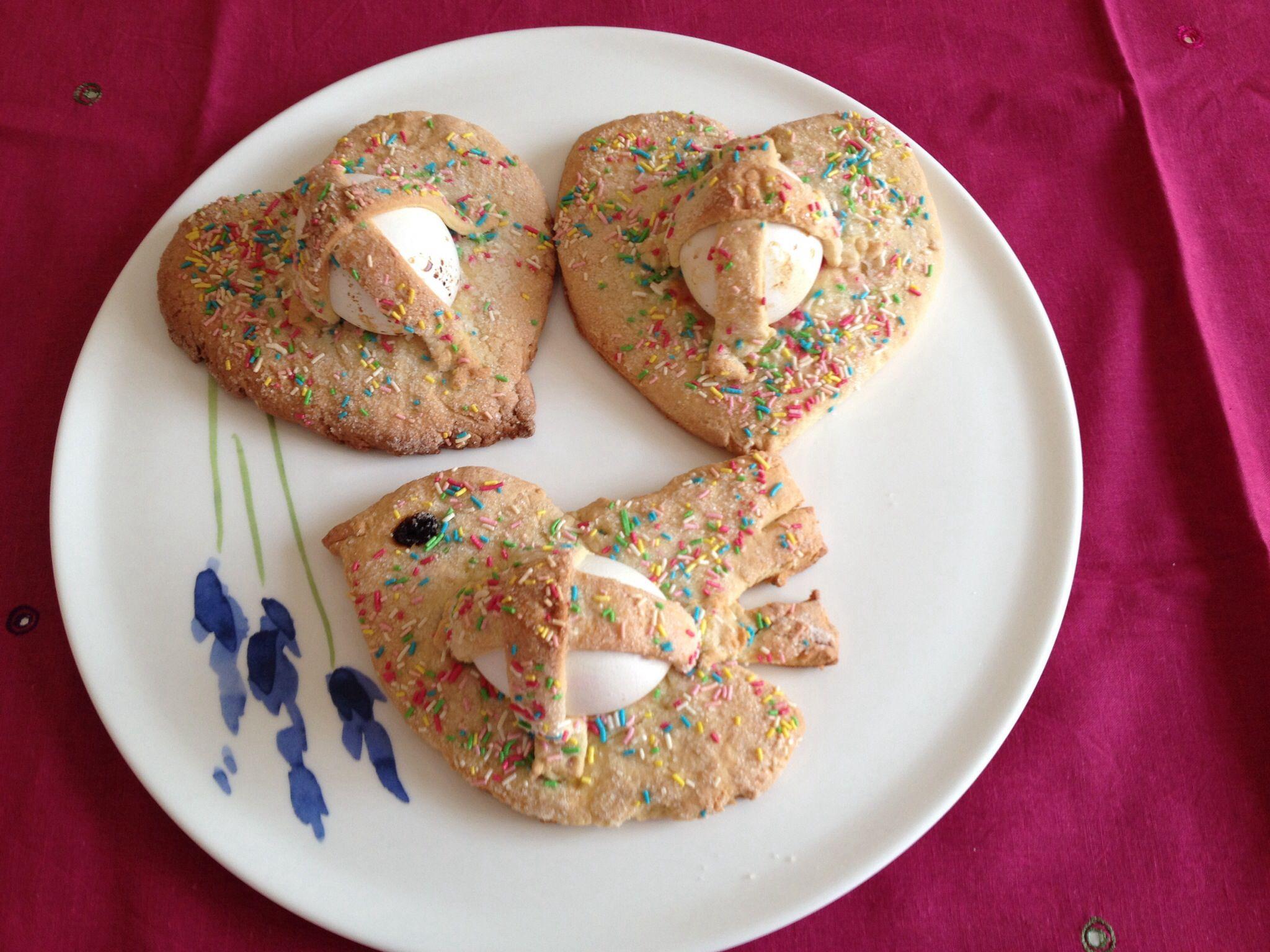 """Easter Sicilian biscuits """"Aceddi cu' l'ovu"""""""