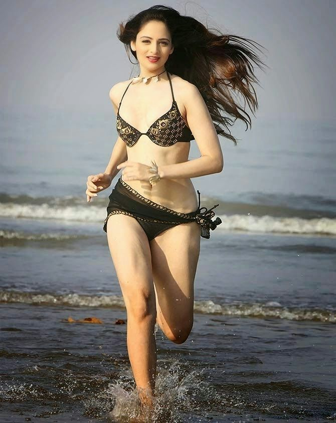 Bollywood actress hot bikini