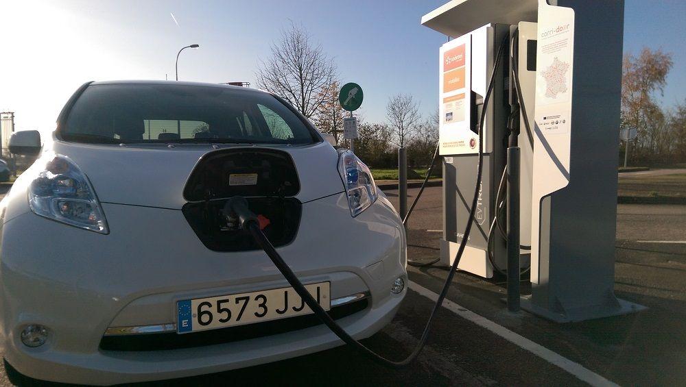 Deutsche Telekom installe des stations de charge, Nissan