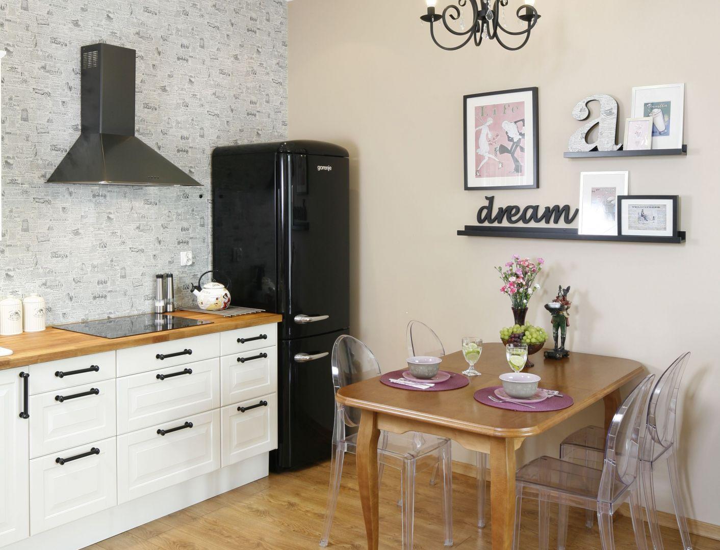 Salon Z Otwartą Kuchnią Urządzony W Stylu Retro Projekt Arch