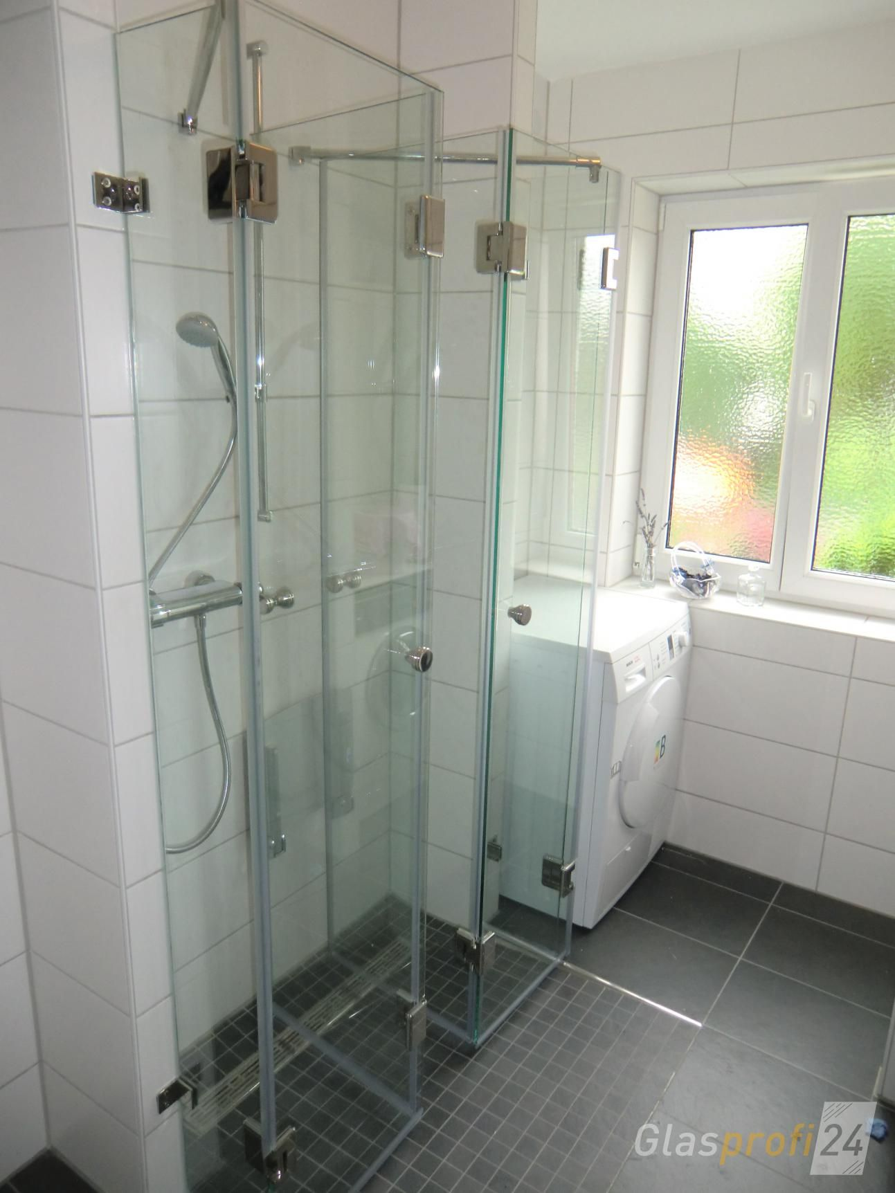 faltbare echtglas dusche mit edelstahl beschl gen nach ma pinterest duschkabinen aus glas. Black Bedroom Furniture Sets. Home Design Ideas