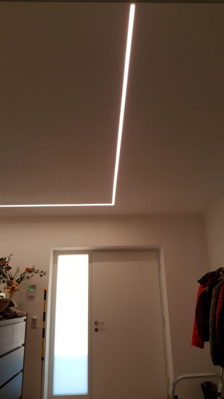 LED Strip Beleuchtung im Flur mal anders