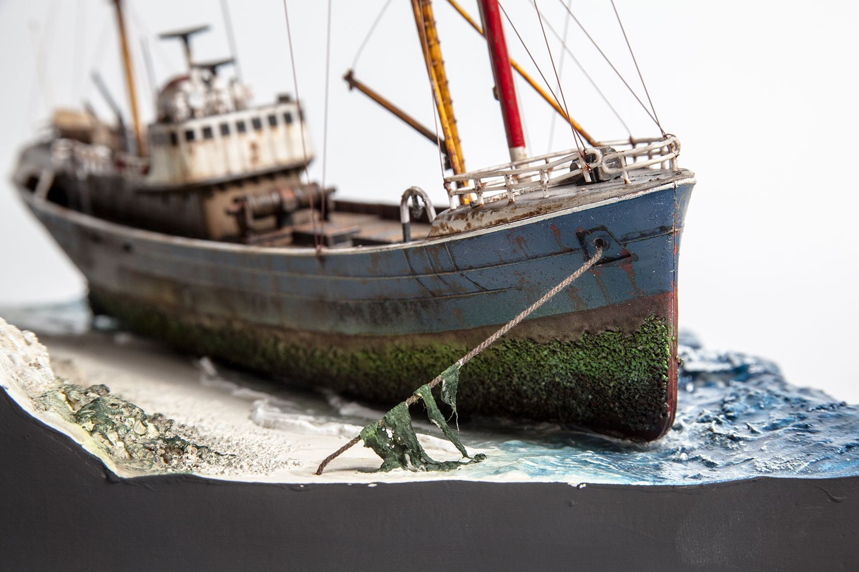 1 142 revell fishing trawler as abandoned radio london pirate radio station north trawler. Black Bedroom Furniture Sets. Home Design Ideas