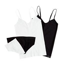 Naisten toppi ja hipsteri, 20 € ja 15 €. Värit musta ja valkoinen. Norm. 35,95 € ja 25 €. Calvin Klein Underwear, 2. krs.