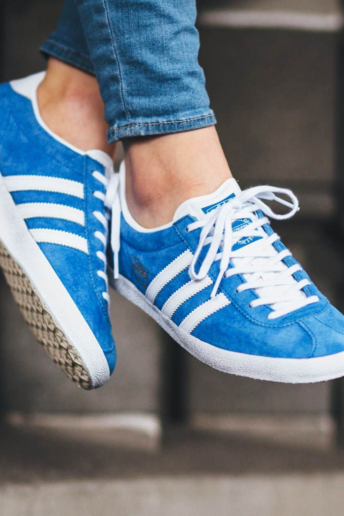 new style 465ed 00d17 ADIDAS Gazelle OG in light blue and gold suede sneakers classic