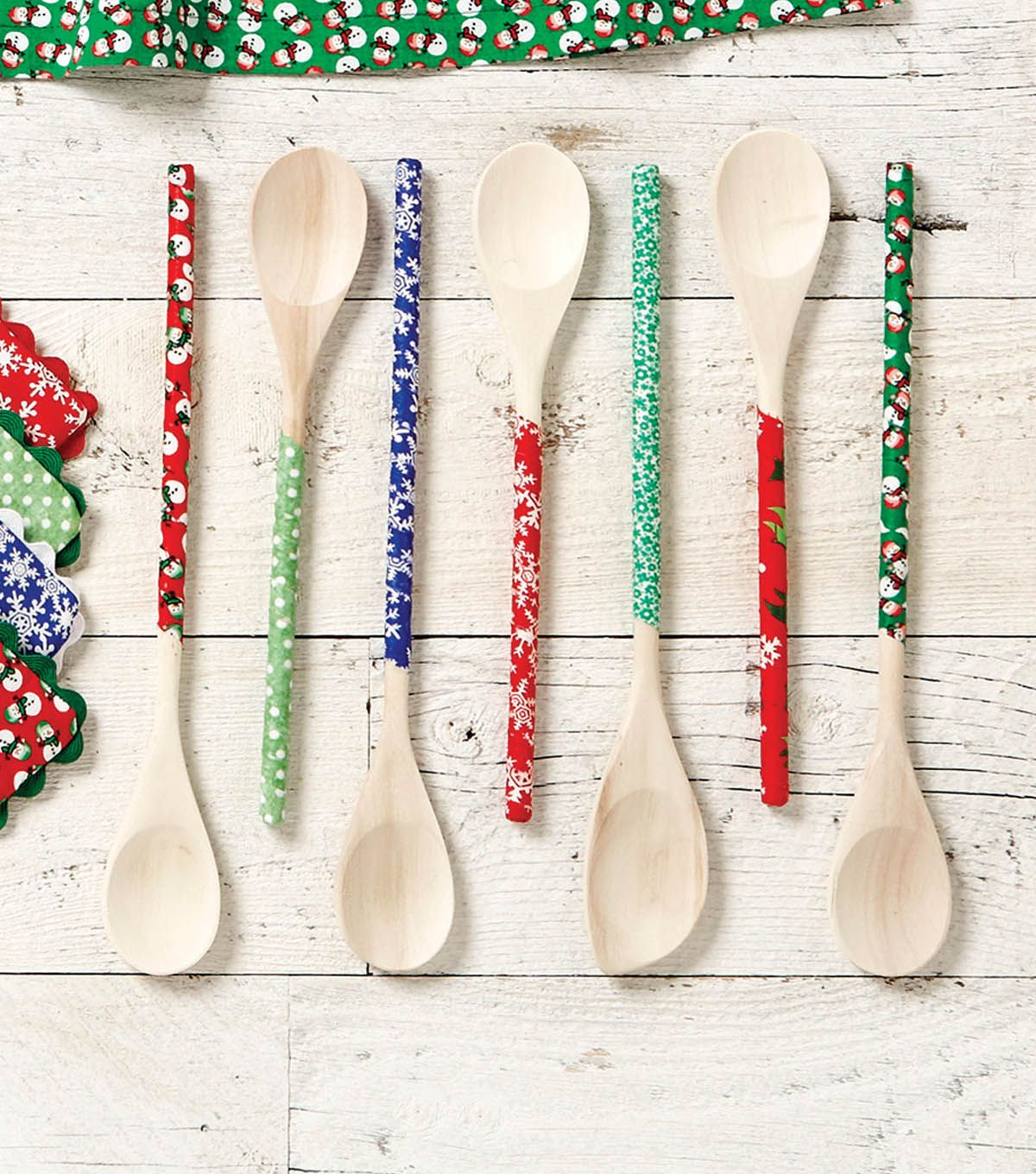 holiday wooden spoons stuff to make diy christmas gifts wooden spoon crafts xmas crafts. Black Bedroom Furniture Sets. Home Design Ideas