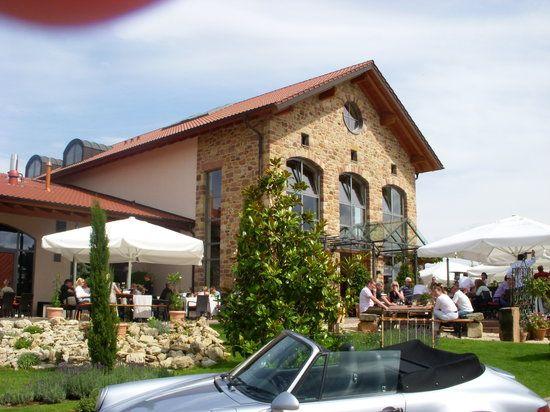 Im Aussenbereich Noch Jetzt Schoner Bild Von Weingut Holz Weisbrodt Weisenheim Am Berg Tripadvisor Weingut Pfalz Weingut Hochzeitslocation Pfalz
