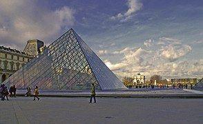 Pyramidi, Suunnittelu, Metallia, Lasi