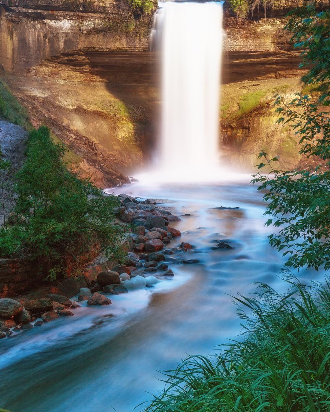 Minnehaha Falls at sunset yesterday. Makes up for the bugs. #minnesota #longexposure #minnehahafalls #minneapolis #onlyinmn #captureminnesota #captureminneapolis #waterfalls #canonphotography #teamcanon #canon_photos by mfayephotography