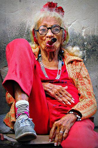 Old Cuban Lady With Cigar Alte Damen Bilder Und Lustige Bilder