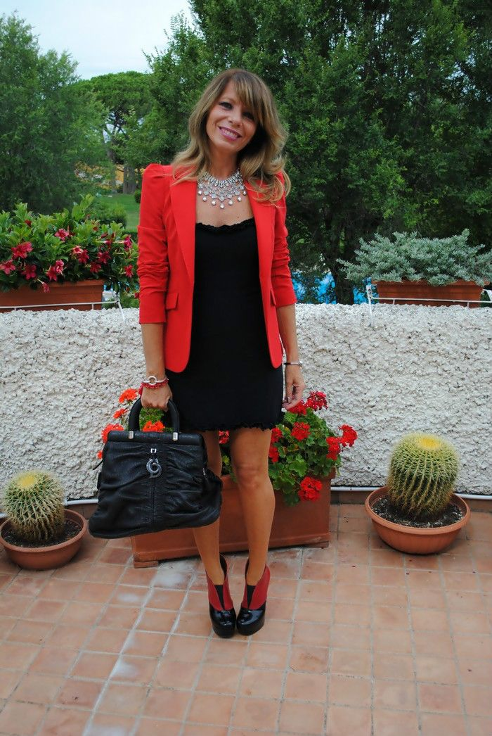 little black dress and red blazer hello christmas outfit