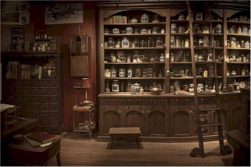 Rosalies Spice Shop - Grimm | mythically inspired spaces |  dizzybeedesigns.com | Locken machen