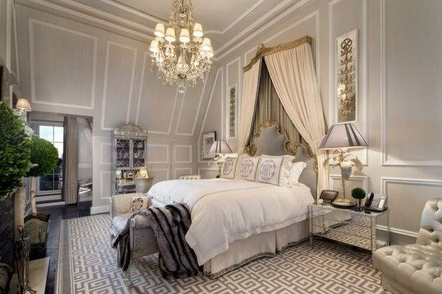 romantische gestaltung schlafzimmer mit himmelbett und fuboden teppich mit geometrie motiv - Romantisches Hauptschlafzimmer Mit Himmelbett