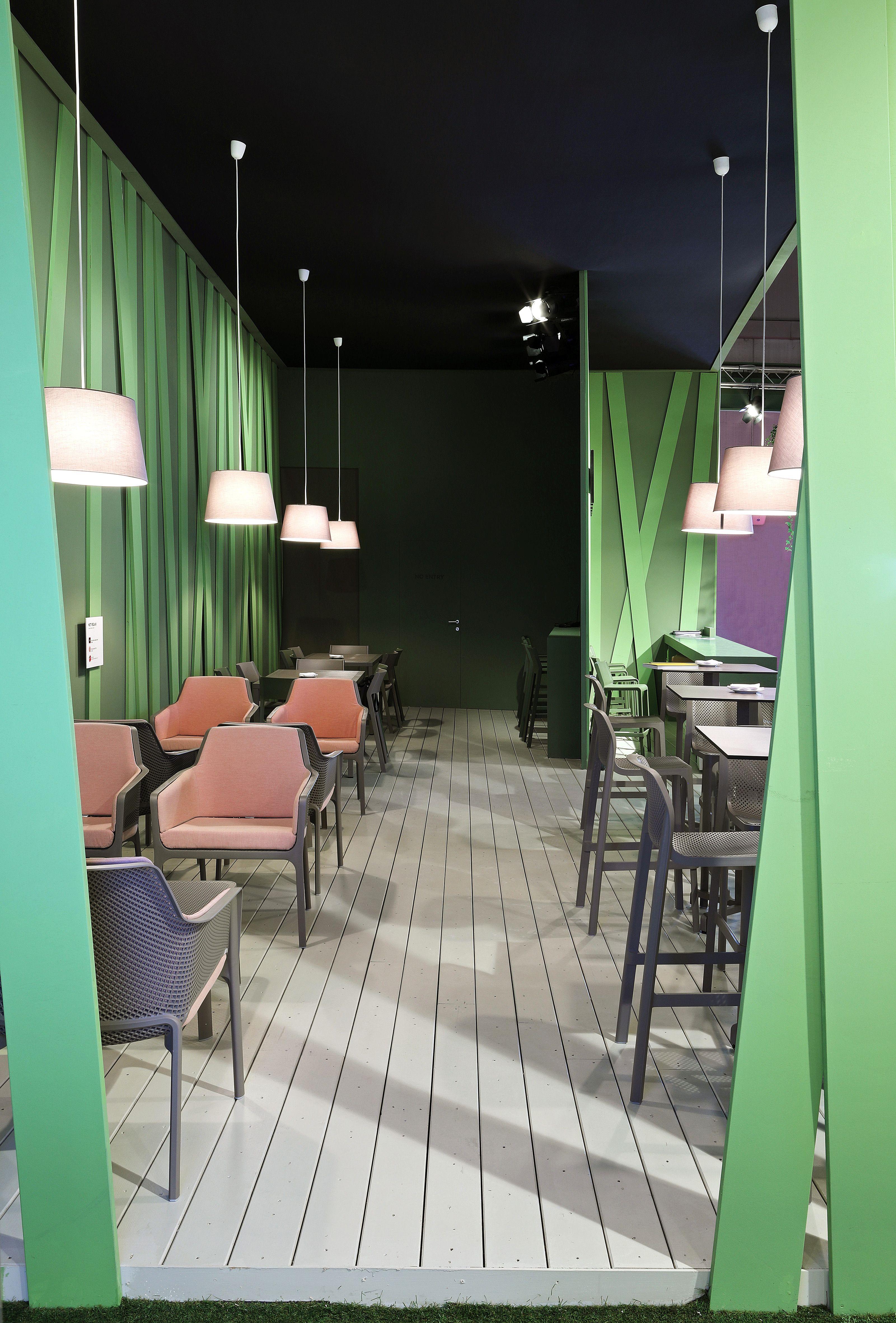 Tavoli Da Esterno Milano.Sedie E Tavoli Da Giardino E Contract Da Interno E Outdoor