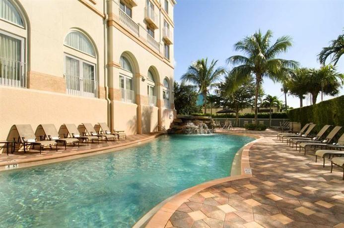 Hotel Deal Checker - Hilton Naples
