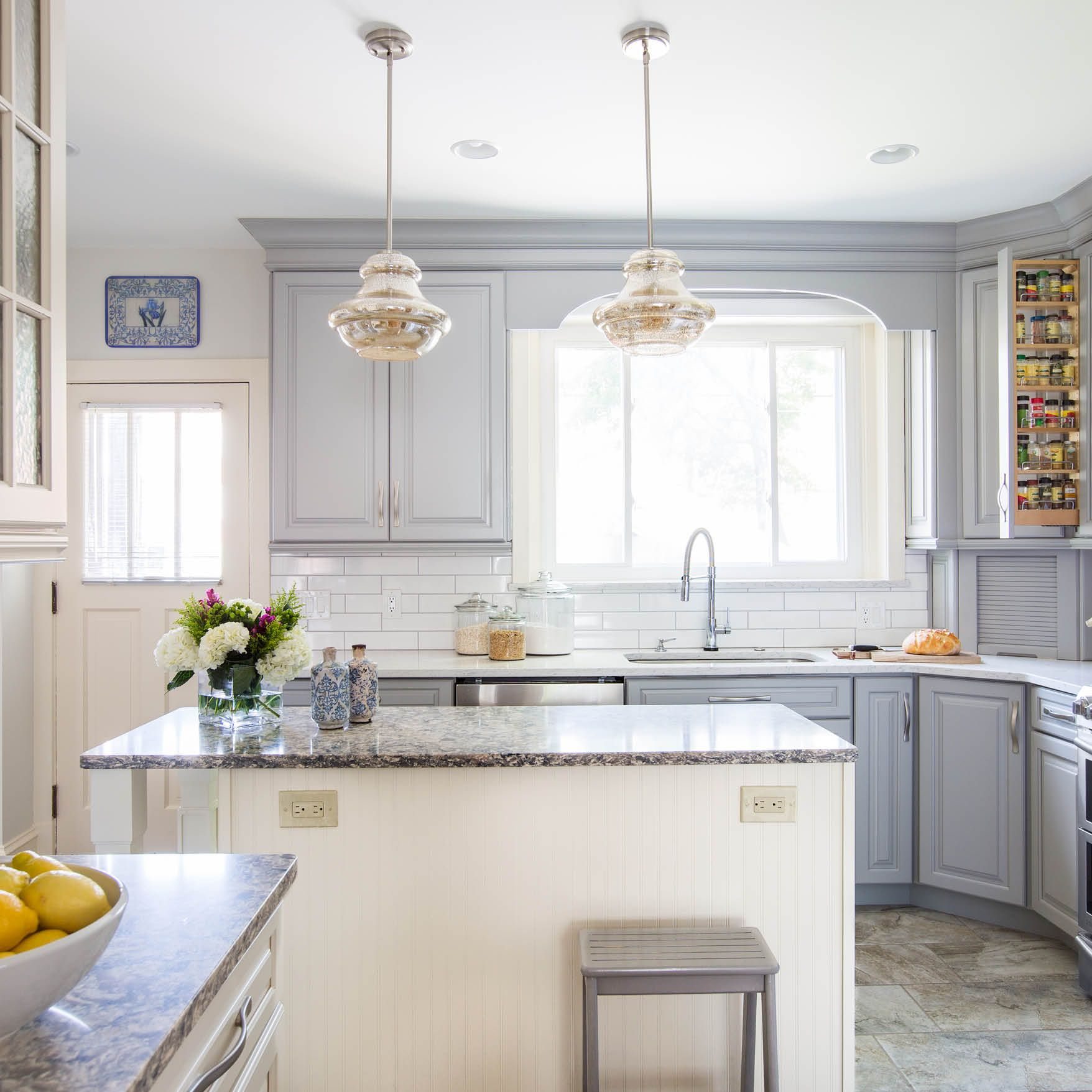Rebekah Murphy Of Karr Bick Kitchen And Baths In St Louis Mo Turned Her Dated Kitchen Into A Dre Kitchen And Bath Remodeling Kitchen And Bath Kitchen Remodel