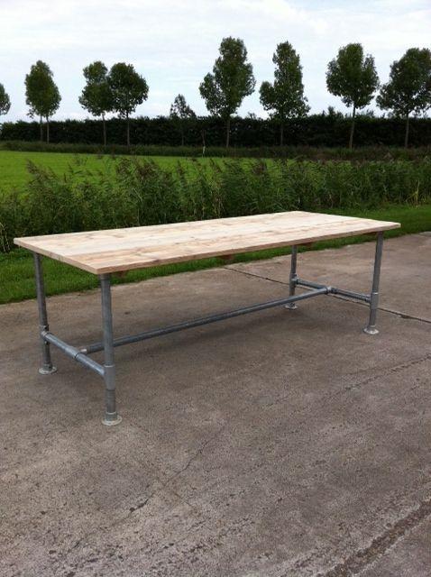 tafel steigerhout met dun blad en onderstel van