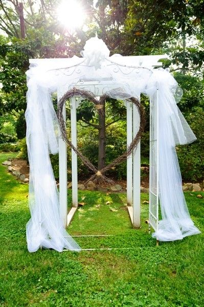 A Heart-shaped arch wedding altar I Orangerie Events I #weddingceremony #ceremonydecor