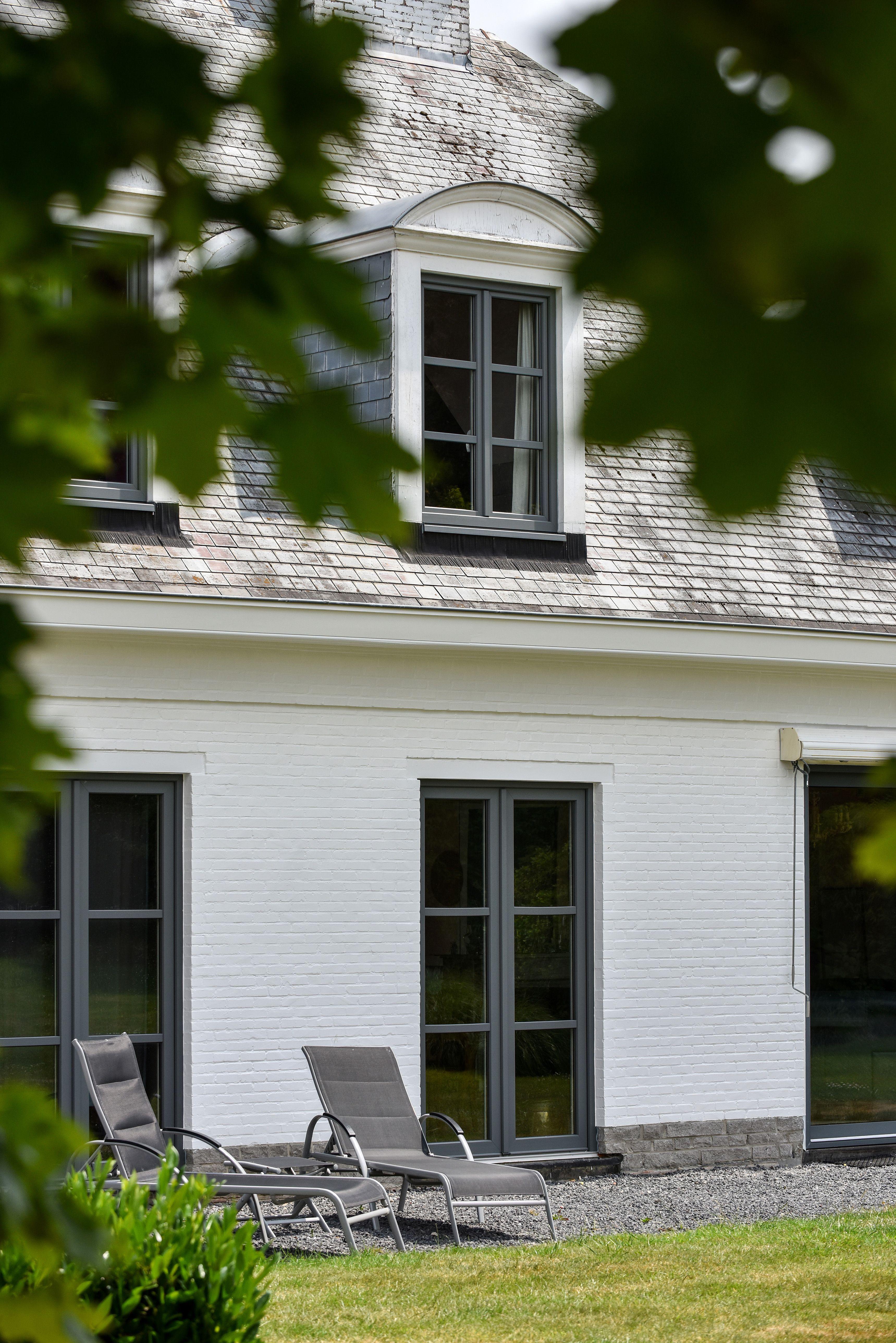 Realisation Pierret Des Fenetres A Croisillons Tout En Simplicite Fenetre Porte Fenetre Interieur Maison Design