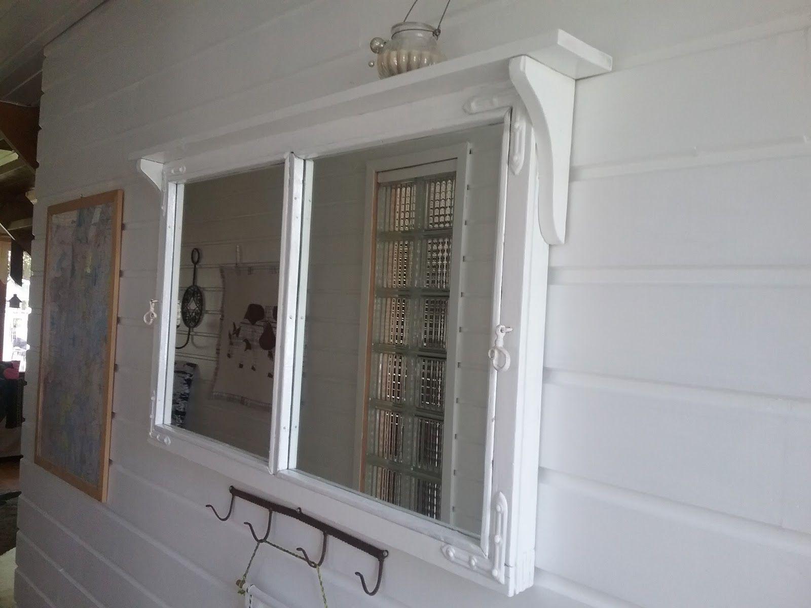 Peili lienee yleisempiä vanhoista ikkunapokista valmistettuja esineitä. Minunkin piti saada sellainen. Tarina sai alkunsa siitä , että van...