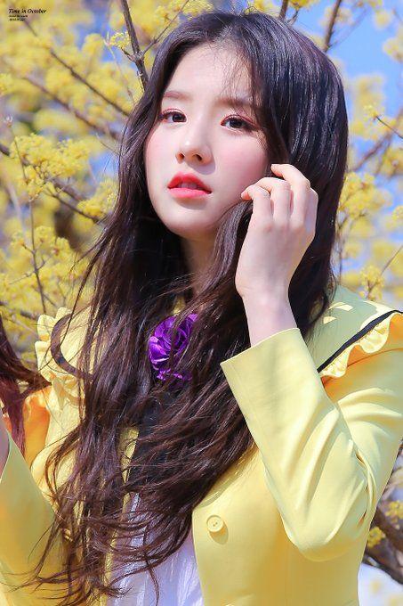 Beautiful Cute Baby Girl Wallpaper 시월의시간 On In 2019 Loo 이달의 소녀 Korean Girl Kpop