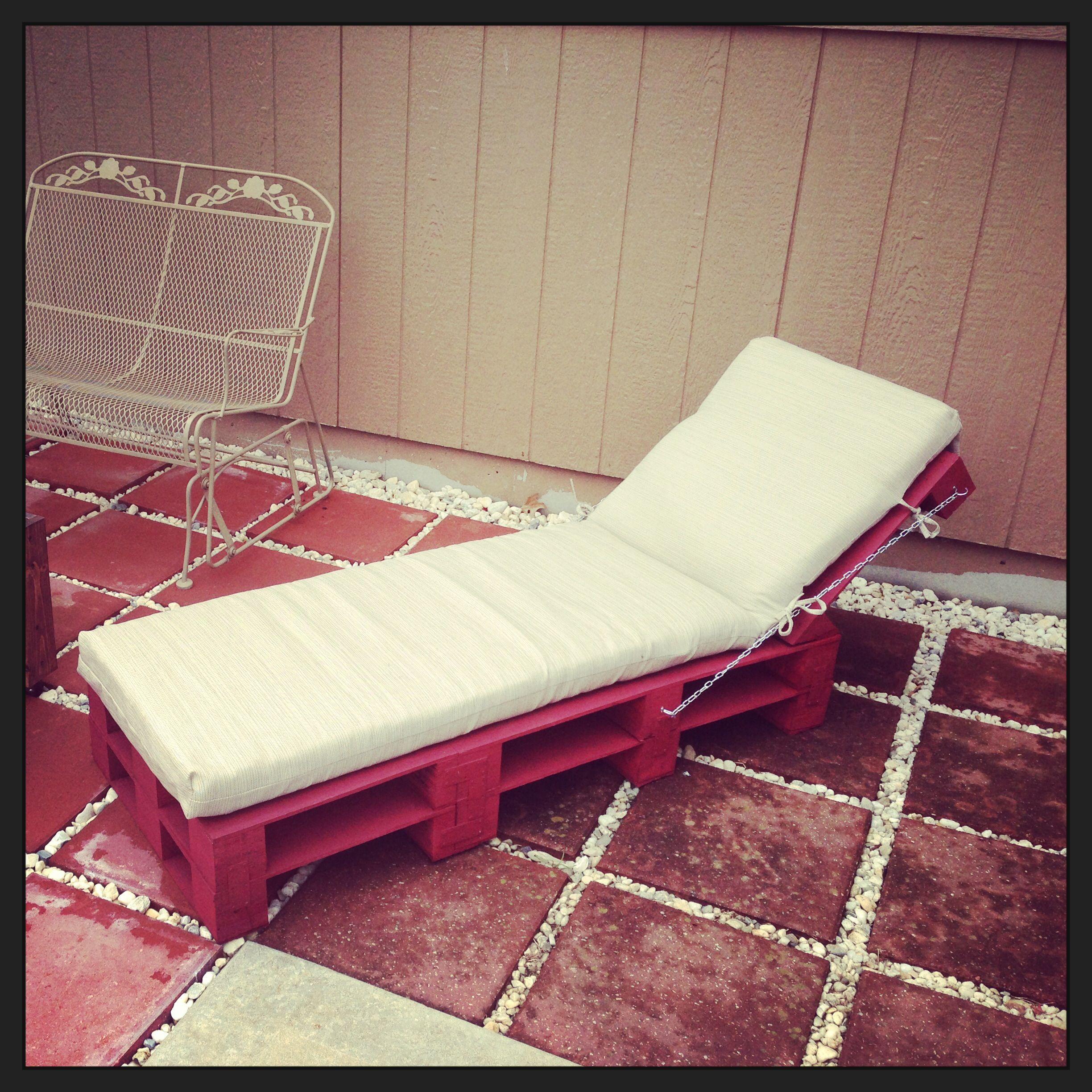 Diy Pallet Chair Design Ideas To Try: Pallet Chaise Lounge Chair!!!