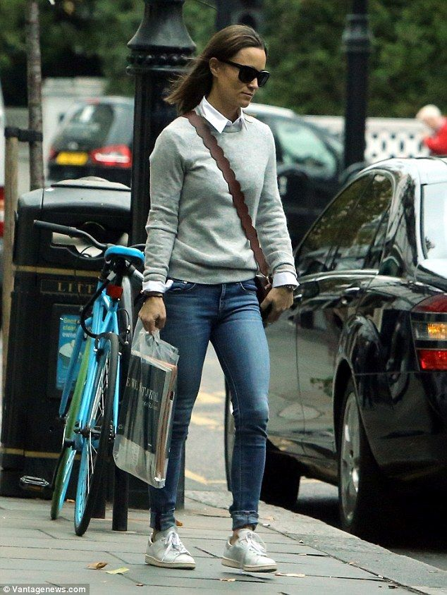 Pippa opted for a casual ensemble as she enjoyed a stroll in Chelsea 5b73dafeccb1