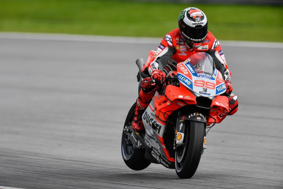 It S The Final Day Of The Sepangtest And It S Jorge Lorenzo Who