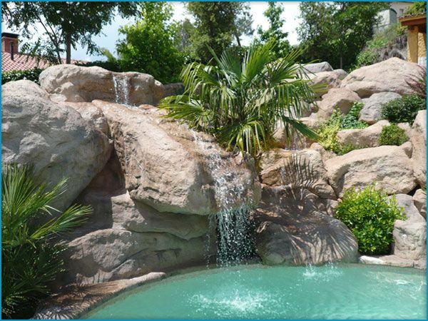 Cascadas en roca artificial en piscinas, estanques y decoración - estanques artificiales