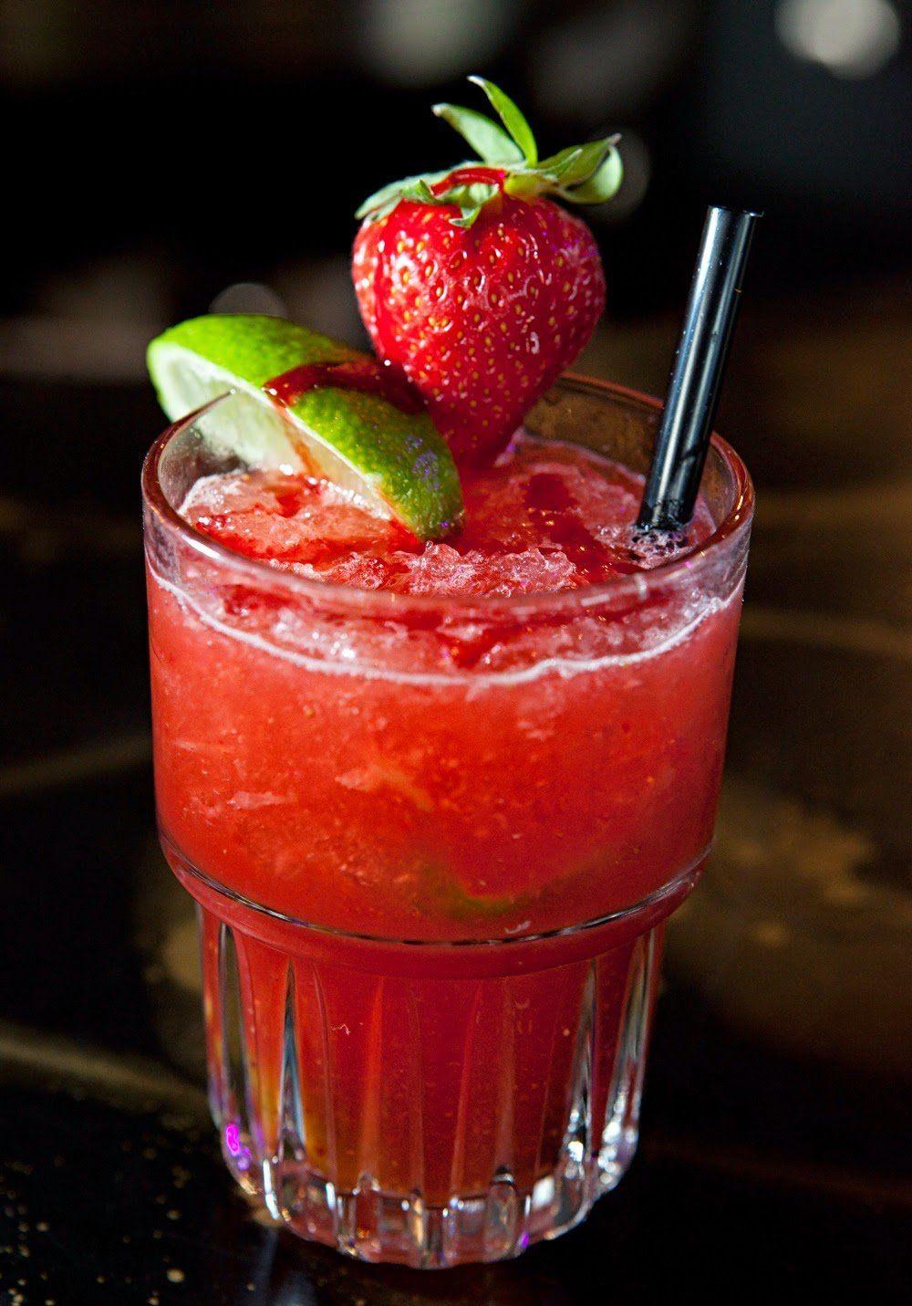 Caipiroska De Frutillas Tragos Con Vodka Coctel De Frutas Fruta