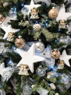 Le Stelle In Polistirolo Sono Protagoniste Della Decorazione Di Questo  Bellissimo Albero Di Natale.   Natale   Pinterest   Natale, Fai Da Te And  Creative