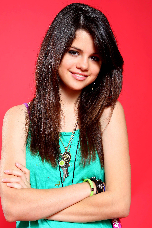 Selena Gomez!!! love her fashion sense!!!!   Pop Stars in ...