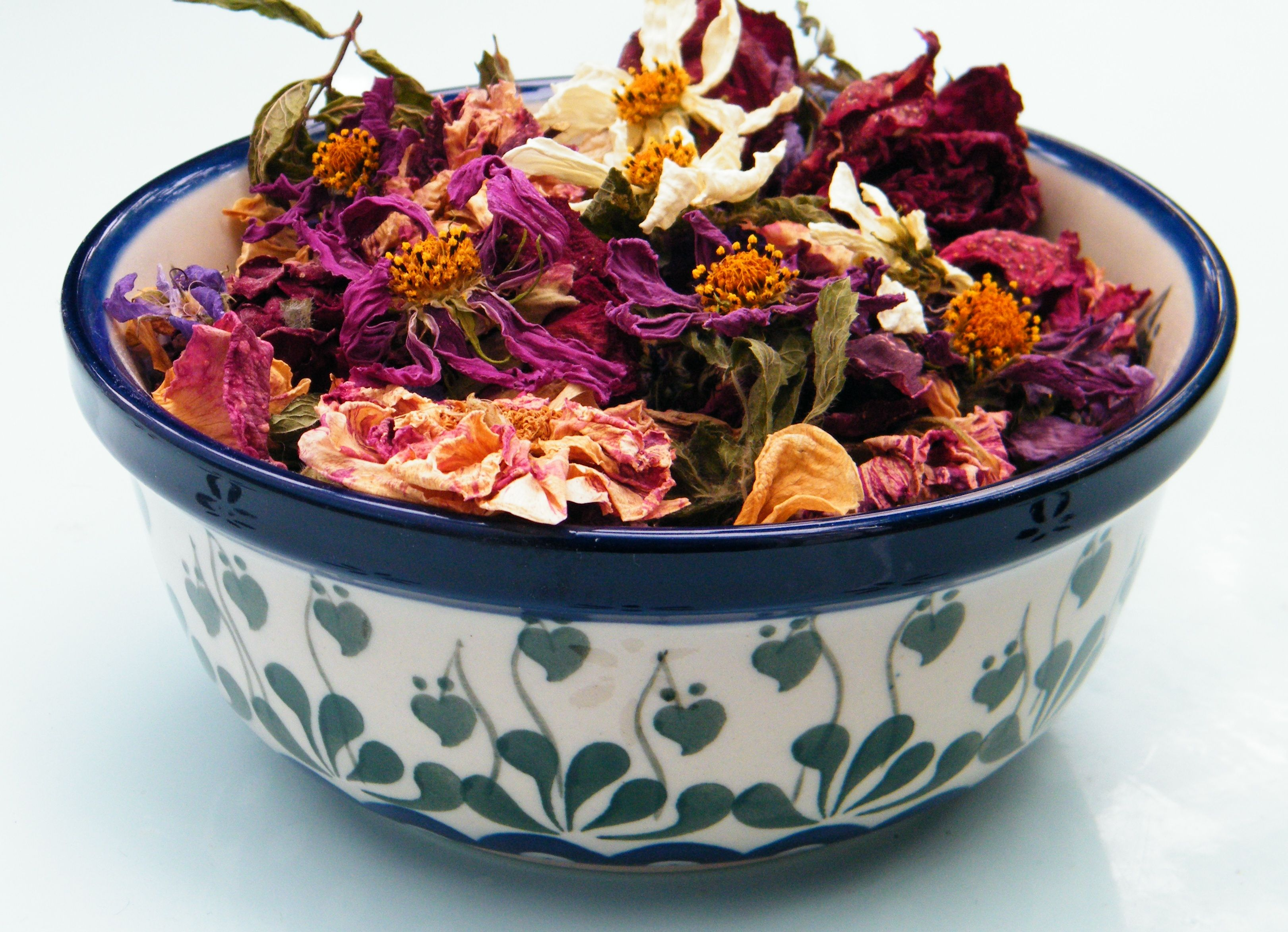 dried cosmos flowers from the garden make pretty potpourri decorations blog post from. Black Bedroom Furniture Sets. Home Design Ideas
