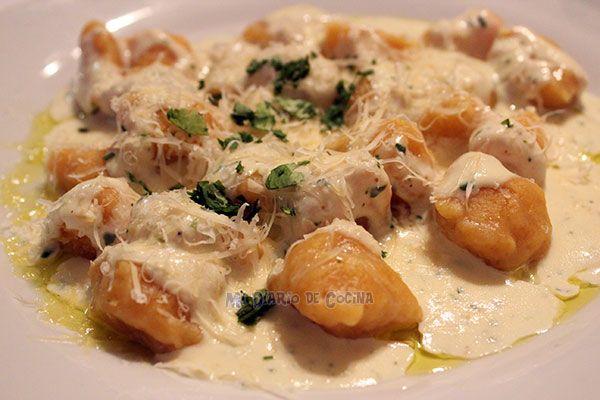 Deliciosos Ñoquis de zapallo camote con salsa de cilantro, ideales para cuando quiera darle un festín a su paladar.